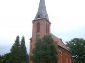 St.-Johannes-Kirche in Groß Escherde aus westlicher Ansicht.