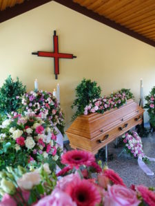 Friedhofskapelle Heyersum Innansicht Kreuz