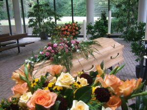 Blumendekoration Erdbestattung
